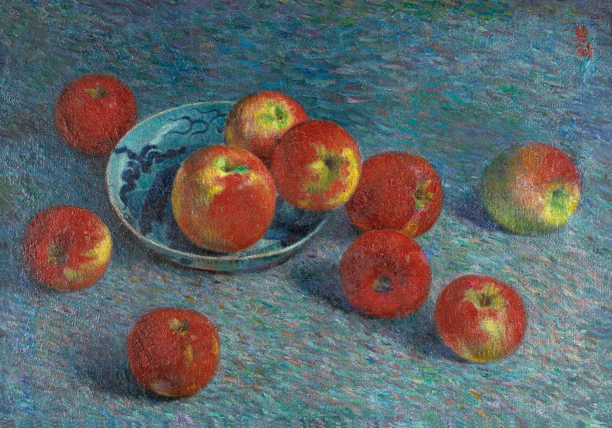 瓷盘与红苹果