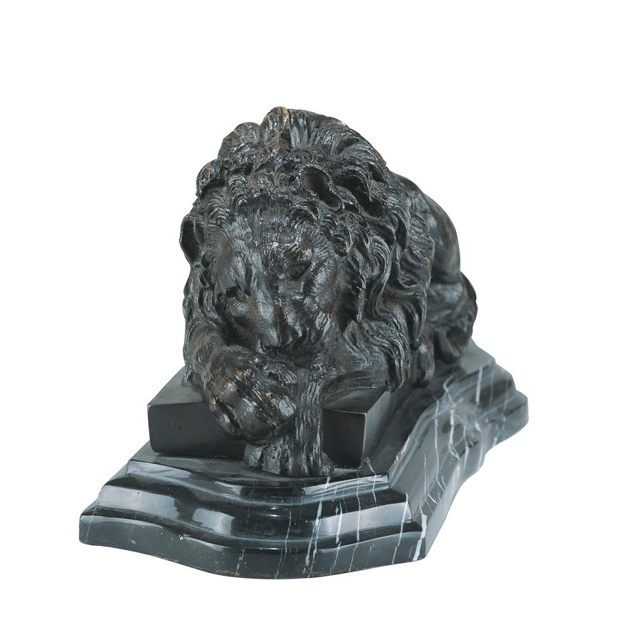 沉睡的狮子法国铜雕