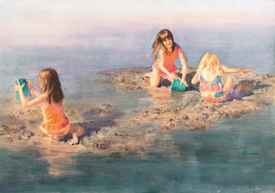 玩沙的三个女孩