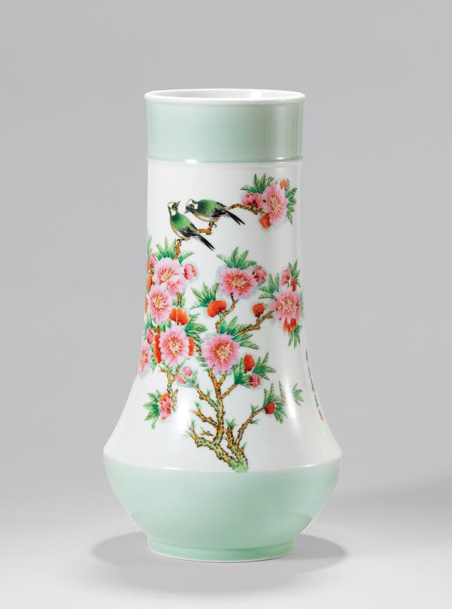 粉彩水点桃花双鸟瓶