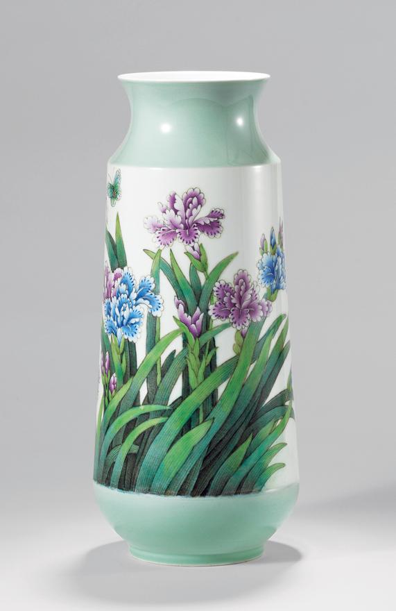 重工粉彩蝴蝶兰瓷瓶