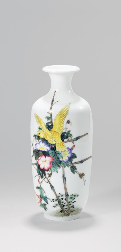 粉彩「鹦鹉」瓷瓶