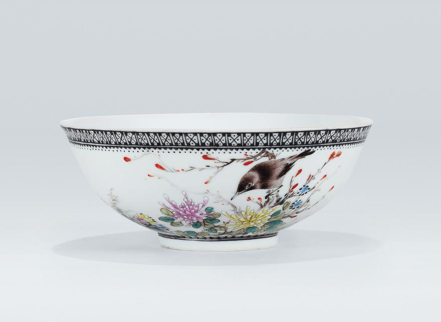粉彩花鸟纹碗