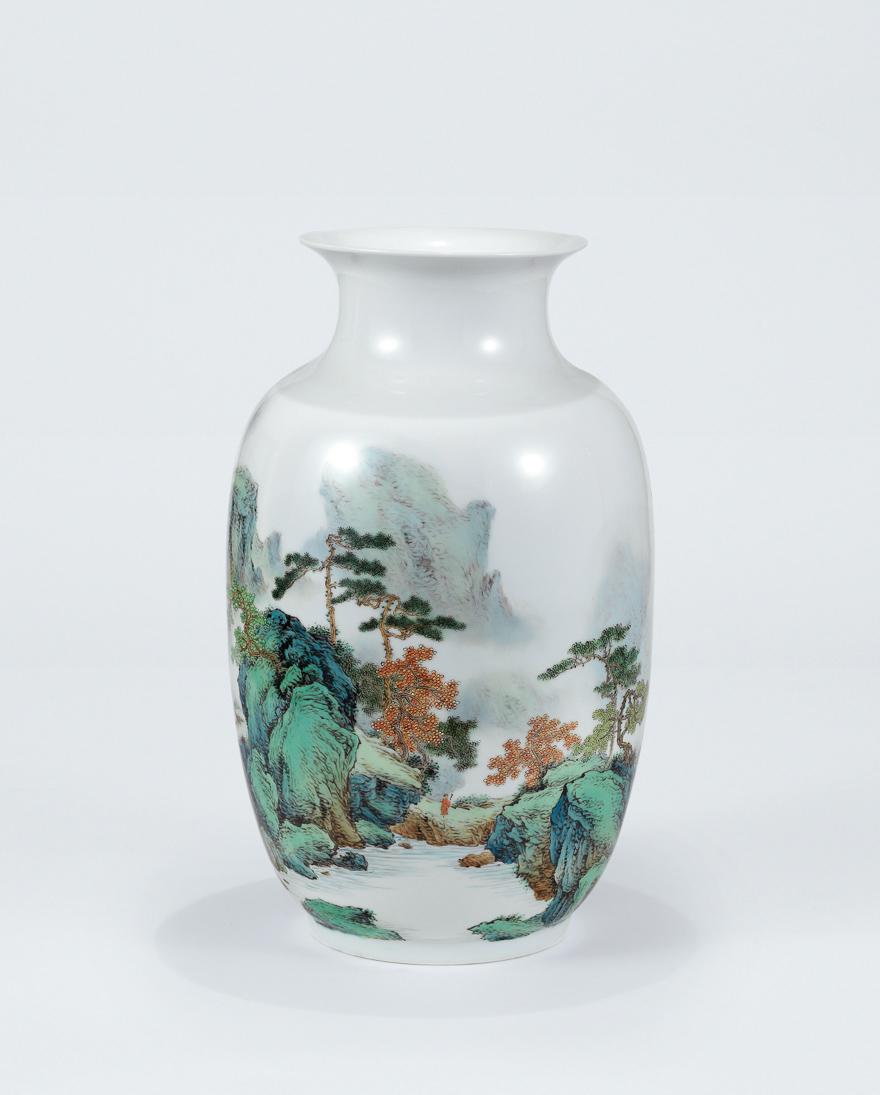 粉彩山水瓷瓶