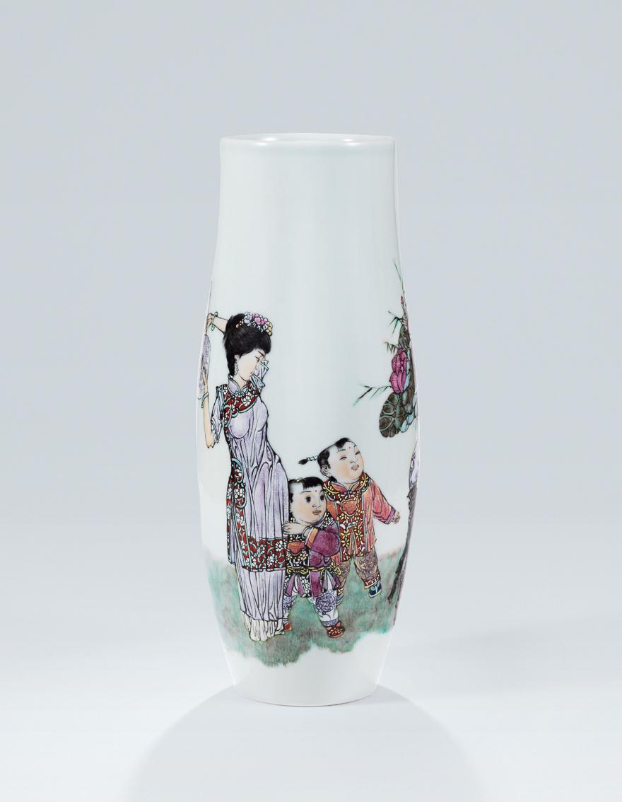 粉彩「母子图」瓷瓶