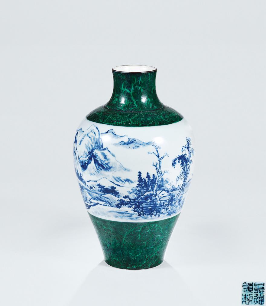 青花山水纹瓷瓶