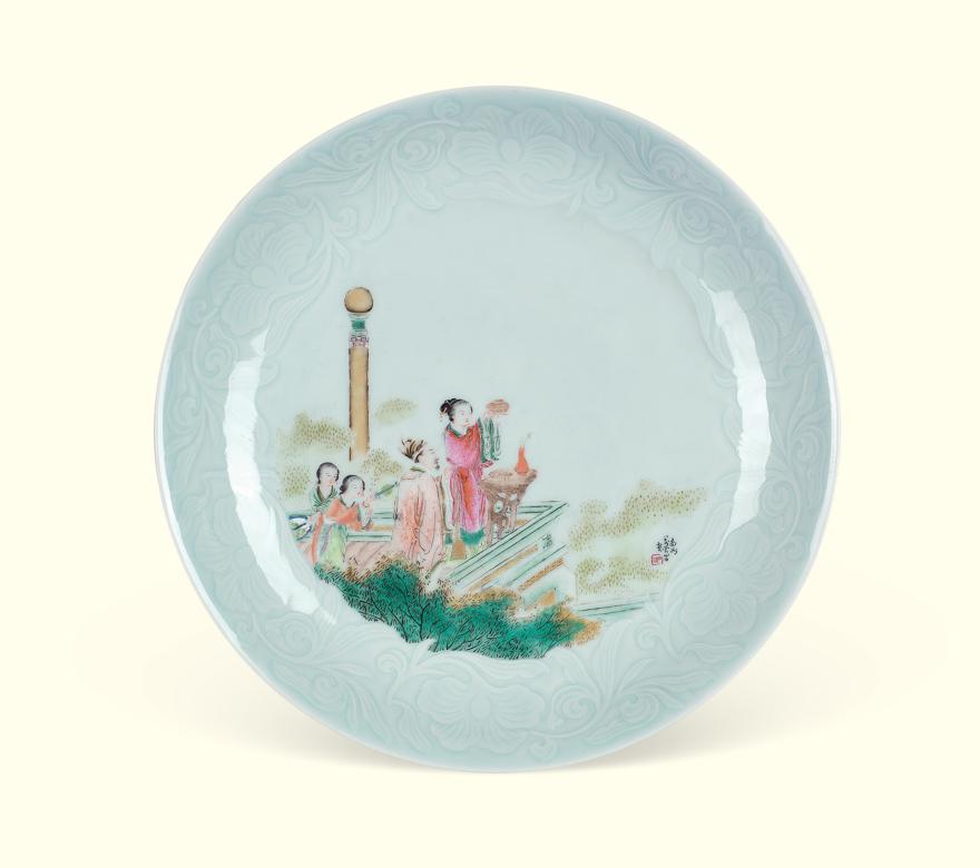 粉彩影青刻花人物瓷盘