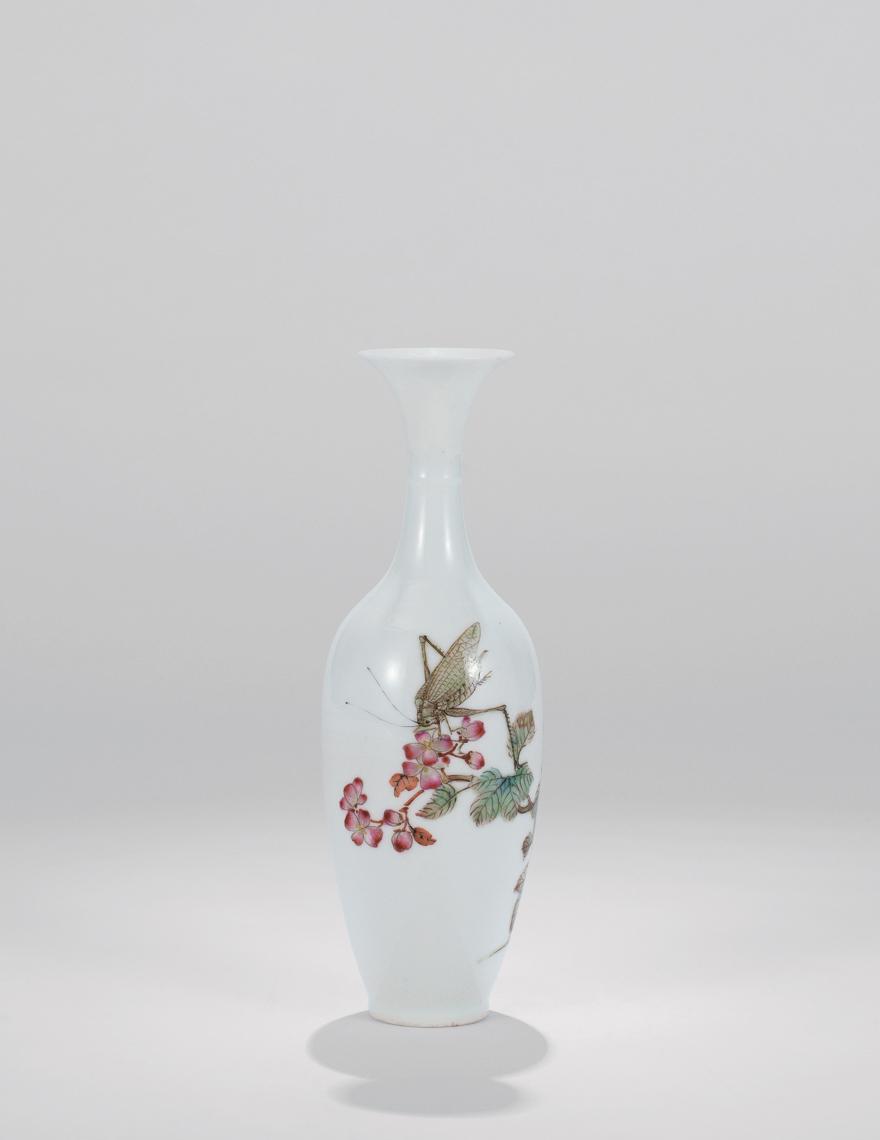 粉彩草虫图薄胎观音瓶