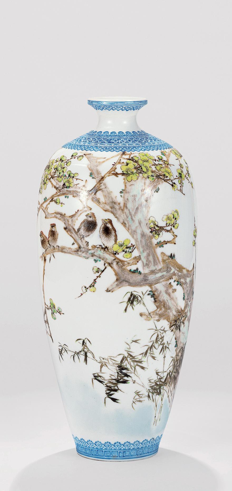 粉彩「暗香疏影月黄昏」瓷瓶