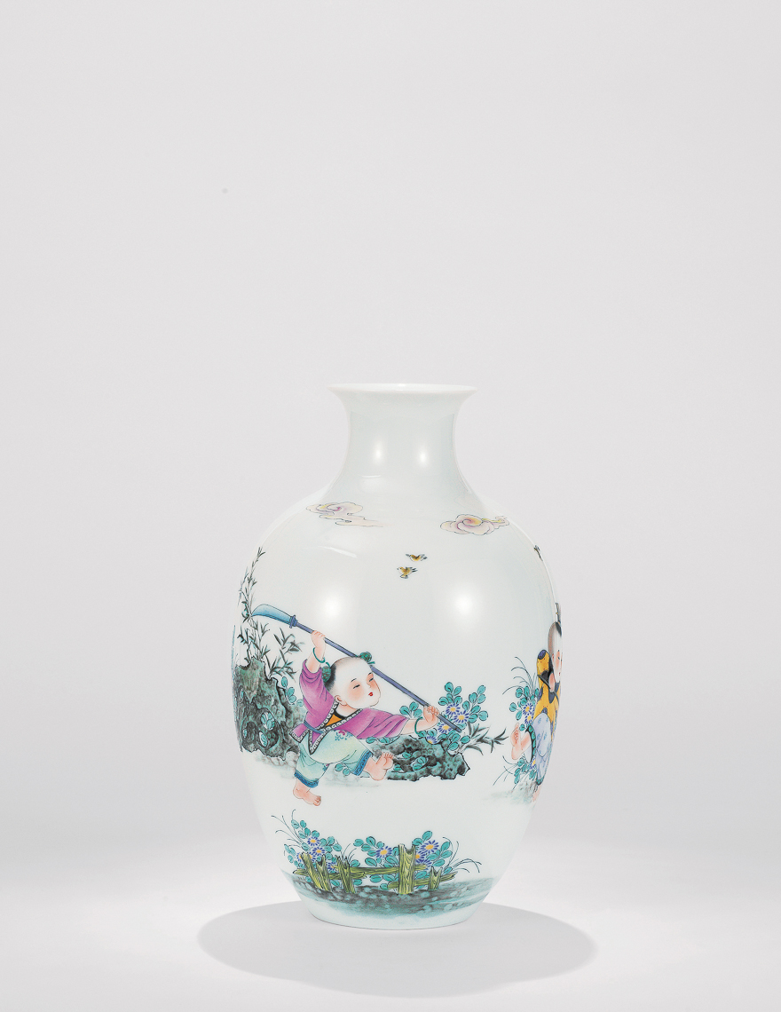 粉彩童趣图瓷瓶