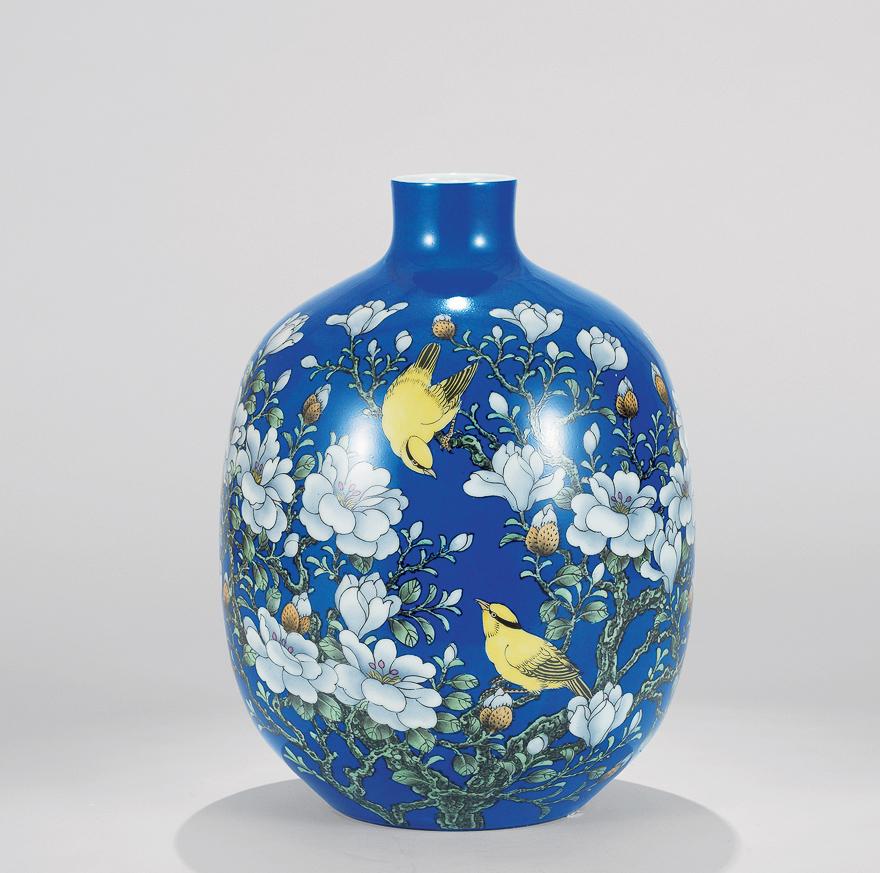 蓝釉花卉瓶