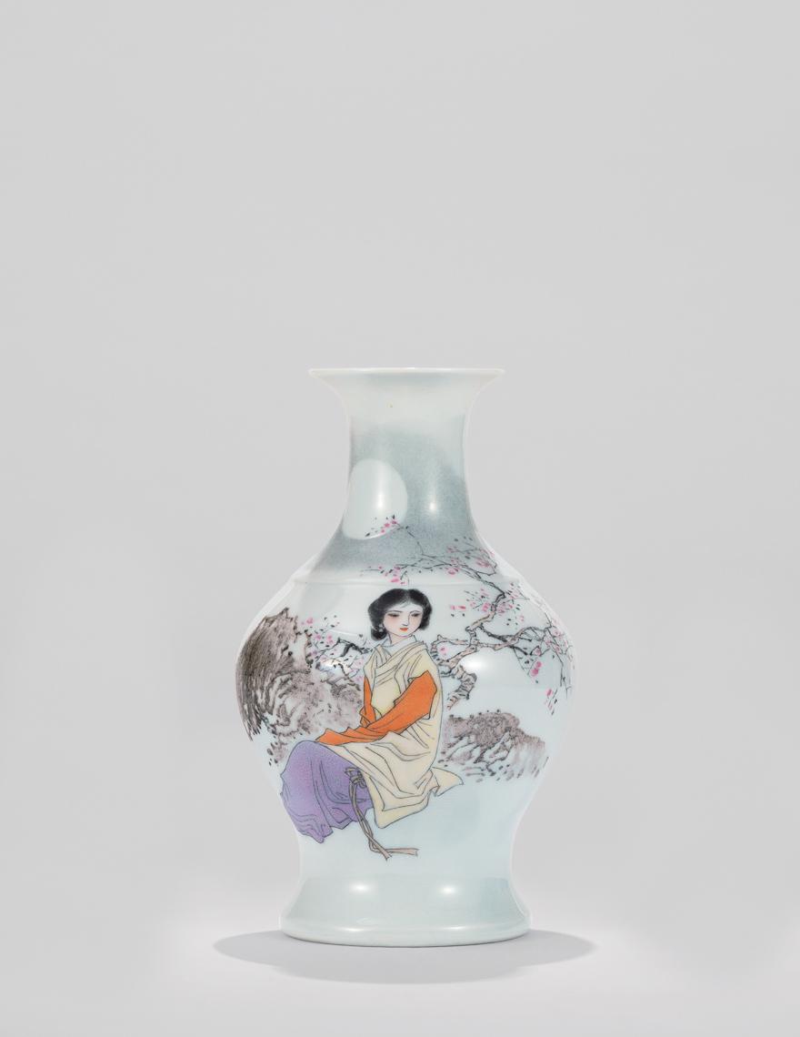粉彩仕女图瓷瓶